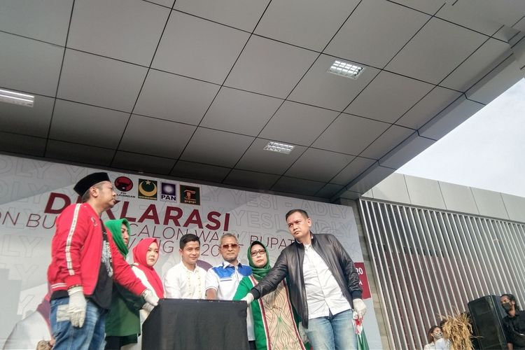 Deklarasi pencalonan Yesi-Adly Fairuz di Pilkada Karawang 2020 di Gor Panatayudha Karawang, Kamis (3/9/2020).