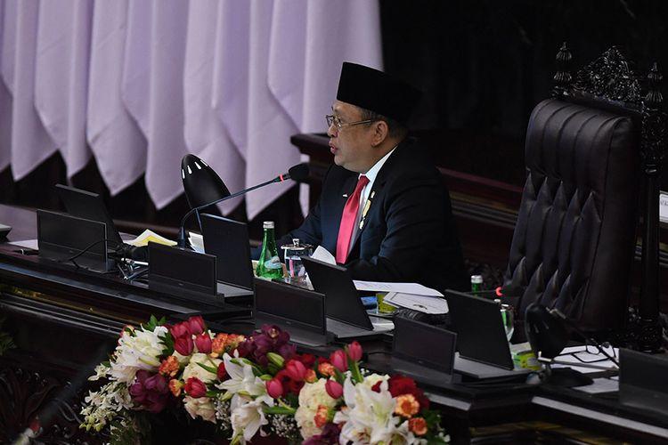 Ketua MPR Bambang Soesatyo menyampaikan pidato pengantar dalam rangka sidang tahunan MPR di Ruang Rapat Paripurna, Kompleks Parlemen, Jakarta, Jumat (14/8/2020). Sidang Tahunan kali ini dihadiri oleh anggota MPR/DPR/DPD secara fisik dan virtual akibat pandemi Covid-19.