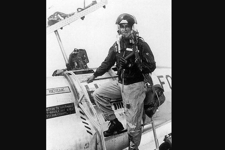 Mayor Robert Henry Lawrence Jr yang menjadi astronaut Afrika-Amerika pertama, dipilih untuk misi MOL.