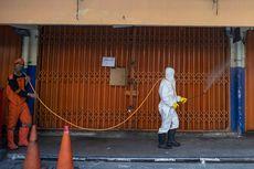 Antisipasi Klaster Baru Covid-19, Gedung Sudin Dukcapil Jakarta Timur Disemprot Disinfektan