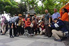 Risma Pantau Perbaikan Jalan Raya Gubeng Surabaya dengan Kamera Drone