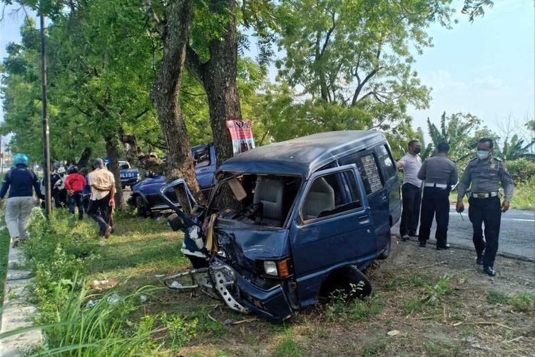 As roda patah, kendaraan Suzuki cary AE 1140 E teribat kecelakaan dengan mobil panther bernopol AE 1458 SJ di Jalan Raya Maospati – Sarangan Km 11-12 Kecamatan Geneng, Ngawi. Kecelakaan tersebut menyebabkan 6 penumpang dirawat di puskesmas Geneng.
