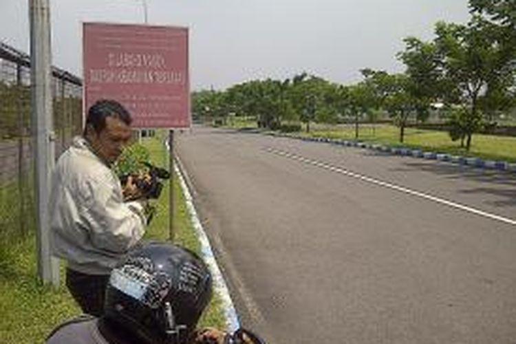 Jalan tembus dua terminal bandara Juanda yang ditutup.