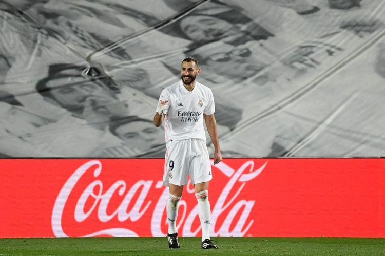 Selebrasi striker Real Madrid Karim Benzema usai mencetak gol ke gawan Athletic Bilbao pada laga lanjutan Liga Spanyol di Stadion Alfredo di Stefano, Selasa (15/12/2020) atau Rabu dini hari WIB.