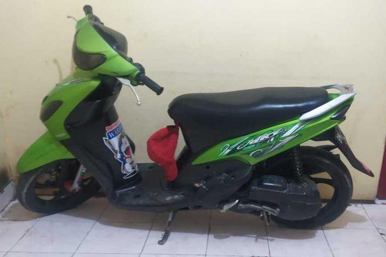 Sepeda motor hasil curian yang dijual pelaku di situs online kepada pemiliknya diamankan Polsek Bukit Raya Pekanbaru.