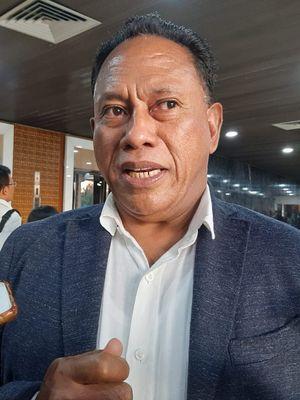 Ketua Bidang Kehormatan DPP PDI-P Komarudin Watubun di gedung DPR, Senayan, Jakarta, Selasa (14/1/2020).
