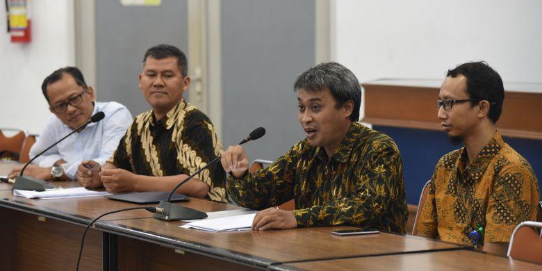 Pertemuan FT-UGM dan media (27/11/2018) disela-sela acara Pameran Teknologi Produk Inovasi 4.0 Fakultas Teknik yang diadakan pada tanggal 27-28 November 2018, di FT-UGM, Yogyakarta.
