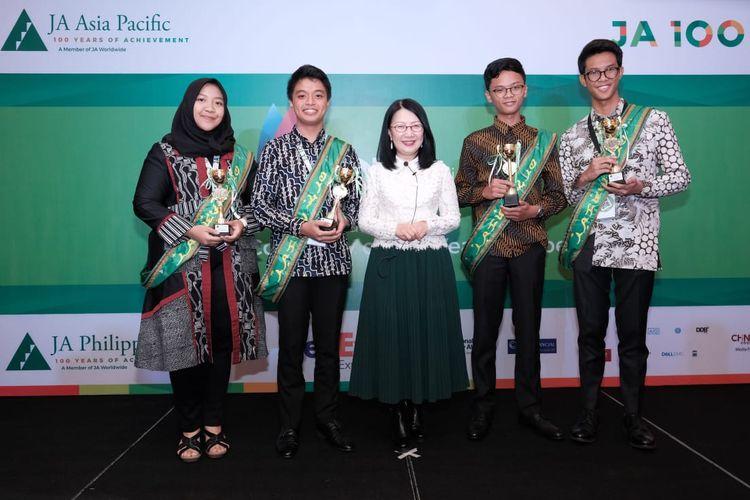 Delegasi pelajar Indonesia dari SMAN 4 Denpasar dan SMAN 3 Semarang menorehkan prestasi gemilang dalam ajang 2019 Junior Achievement (JA) Asia Pacific Company of the Year Competition yang diselenggarakan JA Asia Pacific di Manila, Filipina (10-14 Maret 2019).