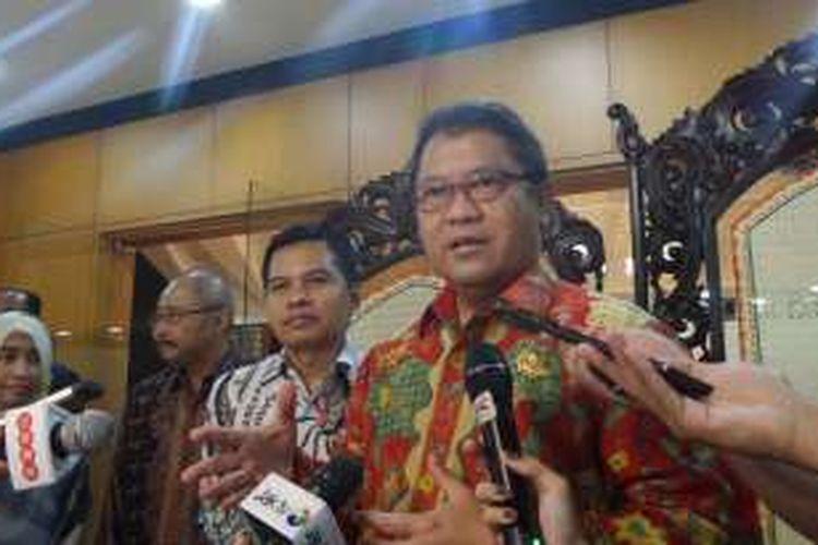 Menteri Komunikasi dan Informatika, Rudiantara di Kompleks Parlemen, Senayan, Jakarta, Rabu (10/8/2016)