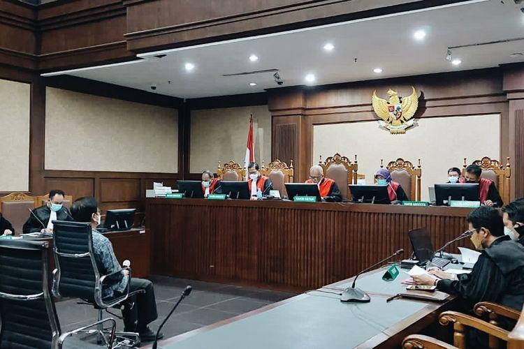 Mantan Direktur  Utama Perumda Pembangunan Sarana Jaya, Yoory Corneles Pinontoan dalam sidang pembacaan dakwaan di Pengadilan Tipikor Jakarta, Kamis (14/10/2021).
