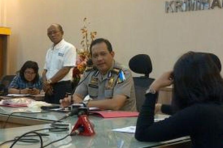 Kabid Humas Polda Metro Jaya, Kombes Polisi Rikwanto, saat memberikan keterangan mengenai penembakan dua WNA. Polisi menduga motif penembakan tersebut karena bisnis.