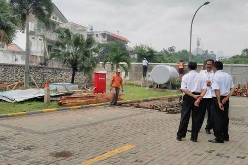 Pop Hotel Kemang Bongkar Halaman di Bantaran Kali Krukut
