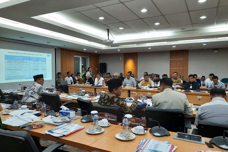 Suasana rapat anggaran di komisi B DPRD DKI Jakarta bersama eksekutif di ruang rapat komisi B, lantai 2, Gedung DPRD DKI Jakarta, Jumat (6/12/2019)