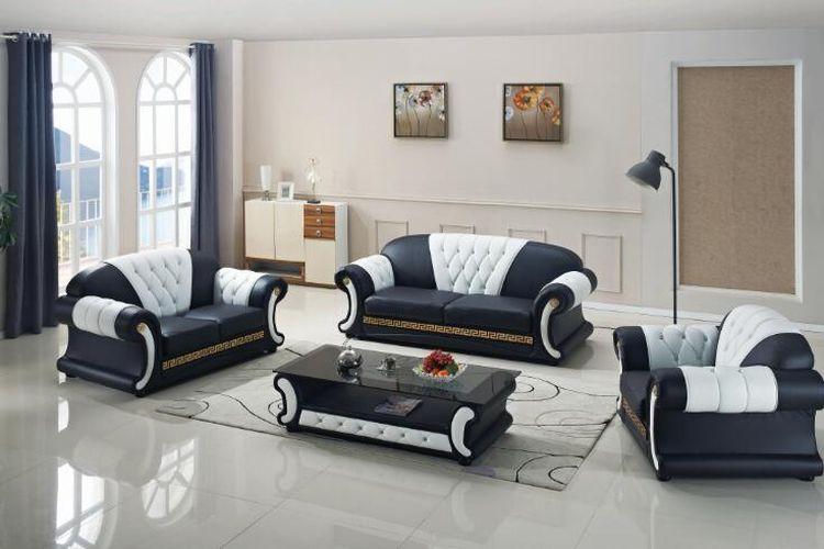 Warna sofa hitam putih.