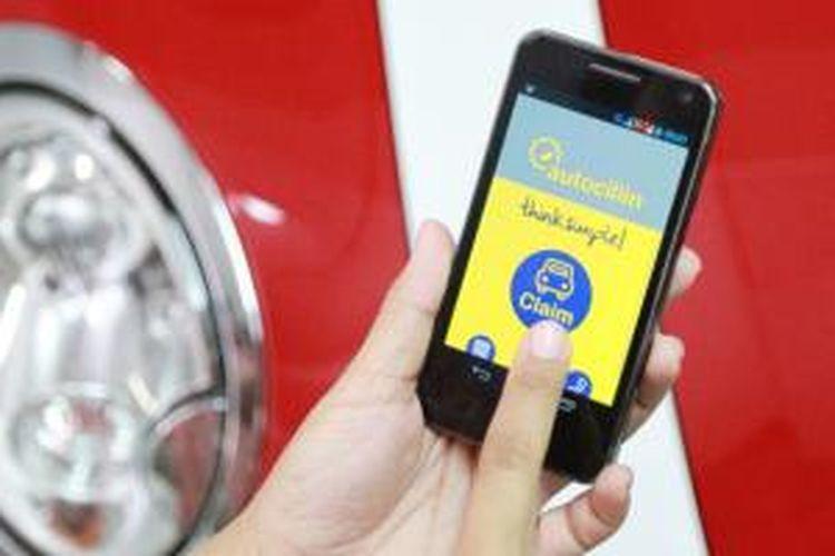 Klaim asuransi mobil dipermudah dengan aplikasi pada ponsel pintar.