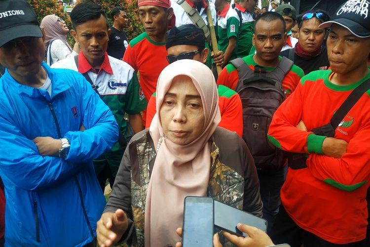 Presiden Asosiasi Serikat Pekerja Indonesia, Mirah Sumirat di kantor PT Jalantol Lingkarluar Jakarta Jasa Marga, Jatiasih, Bekasi, Kamis (9/1/2020).