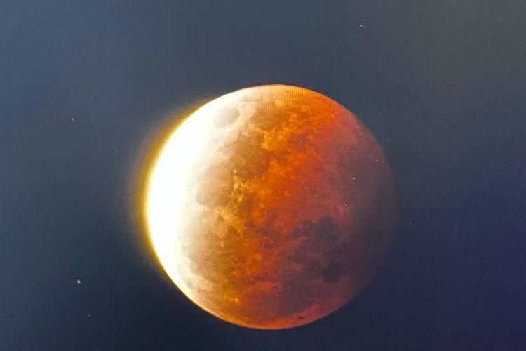 Gerhana bulan total atau yang dikenal dengan sebutan super blood moon, Rabu (26/5/2021) malam