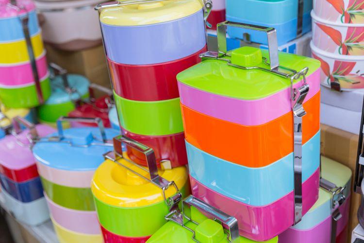Ilustrasi tempat makan plastik