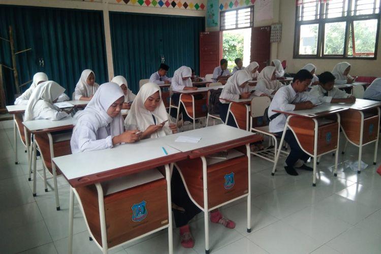 Siswa SMPN 4 Bentara, Desa Sungai Terap, Kabupaten Tanjung Jabung Barat, Jambi kini telah dapat melakukan pembelajaran berbasis digital setelah pembangunan tower hasil gotong-royong sekolah dan masyarakat.