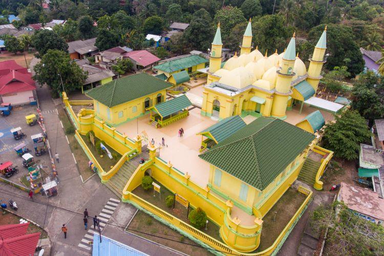 Masjid Raya Sultan Riau, bangunan bersejarah di Pulau Penyengat, (10 2019).