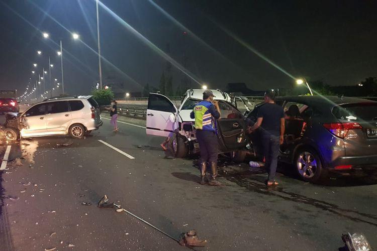 Kecelakaan beruntun di Tol Dalam Kota Km 3 Rawamangun arah Cawang, Jumat (24/9/2021) malam.