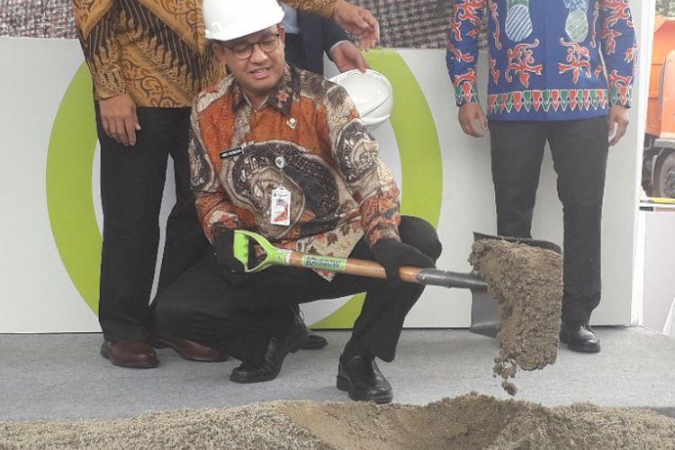 Gubernur DKI Jakarta Anies Baswedan melakukan groundbreaking pembangunan ITF Sunter, Kamis (20/12/2018.