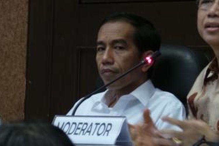 Gubernur DKI Jakarta Joko Widodo saat menjadi narasumber dalam diskusi kepemimpinan nasional, di Mapolda Metro Jaya, Jakarta, Kamis (25/7/2013).