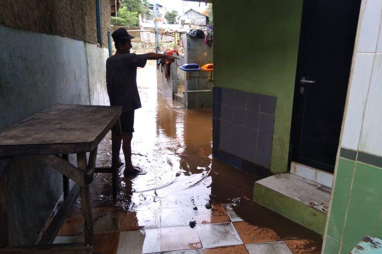Keadaan rumah warga RW 008 Kampung Melayu saat banjir Minggu (23/2/2020)