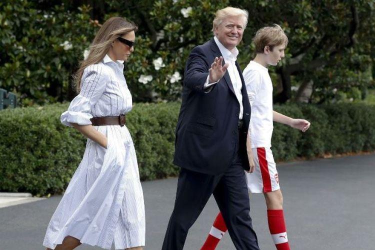 Barron Trump (kanan) dan orang tuanya
