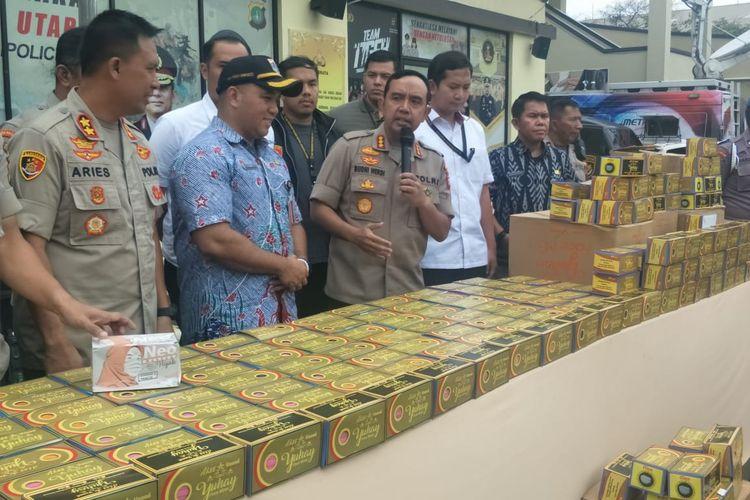 Penangkapan penimbun masker yang jual harga dengan menaikkan harga hingga 1.000 persen di Jakarta Utara, Rabu (5/3/2020)