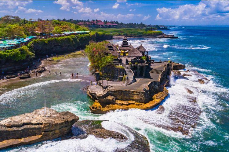 Destinasi wisata Tanah Lot di Bali.
