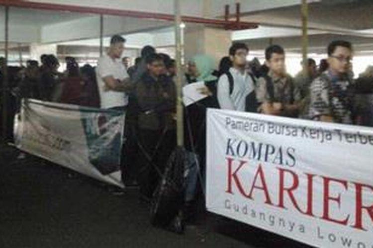 Ilustrasi: Antrean pengunjung di Kompas Karier Fair (KKF)
