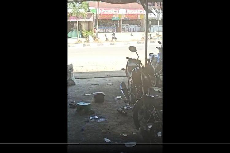 Tangkapan layar adegan video berisi aksi perampokan bersenjata yang terjadi di Desa Karang Mulya, Pangkalan Banteng, Kalimantan Tengah, Selasa (15/9/2020). Polisi menemukan sebuah peluru airsoft gun di lokasi kejadian.