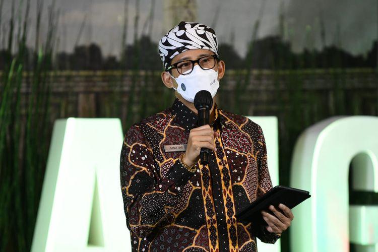 Menteri Pariwisata dan Ekonomi Kreatif Sandiaga Uno saat bertemu pelaku UMKM di sektor jasa industri kreatif di Malang, Jawa Timur, Jumat (21/5/2021).