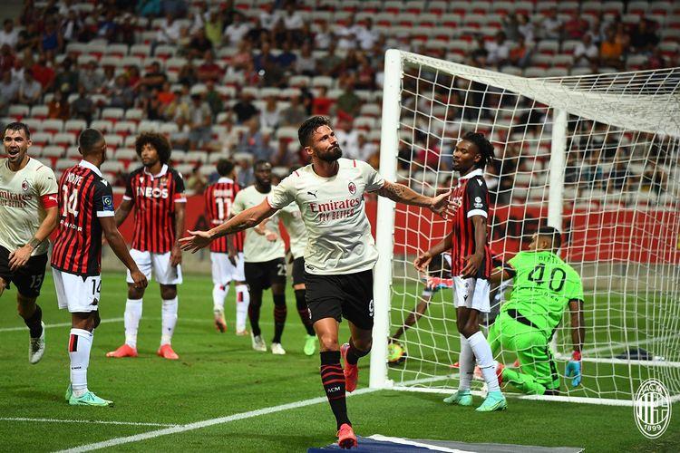 Ekspresi striker AC Milan, Olivier Giroud, ketika mencetak gol pada laga pramusim melawan OGC Nice di Stadion Allianz Rivera, Minggu (1/8/2021) dini hari WIB.
