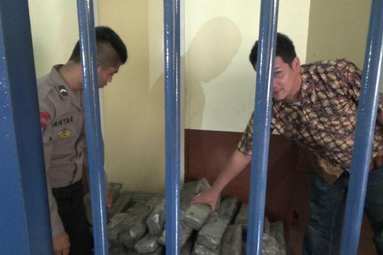 Ratusan balok timah yang hendak diselundupkan kini diamankan di Mako Polisi Perairan Polda Bangka Belitung.