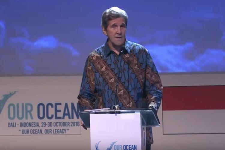 John Kerry memberikan pidato pada Our Ocean Conference, Senin (29/10/2018).