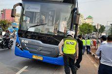 Pesepeda Motor Jatuh di Simpang PGC Bukan karena Tabrak Bus Transjakarta