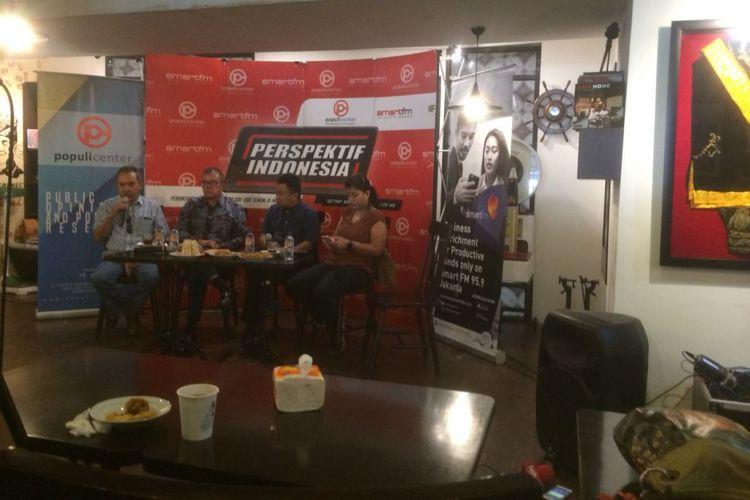 Peneliti senior Lembaga Ilmu Pengetahuan Indonesia (LIPI) Syamsuddin Haris saat Diskusi yang diadakan Populi Center dan Smart FM Network dengan bahasan, Mengapa Anggota DPR Malas? di bilangan Menteng, Jakarta Pusat, Sabtu (24/11/2018?).