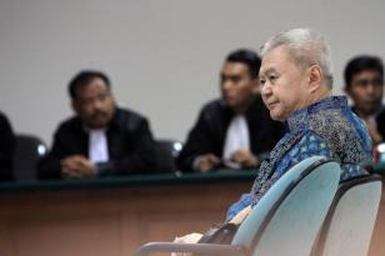 Terdakwa Anggoro Widjojo menjalani sidang dengan agenda mendengarkan putusan sela di Pengadilan Tindak Pidana Korupsi, Jakarta, Senin (5/5/2014). Hakim menolak eksepsi Anggoro dan memerintahkan melanjutkan persidangan terkait kasus suap proyek pengadaan Sistem Komunikasi Radio Terpadu (SKRT) di Kementerian Kehutanan.