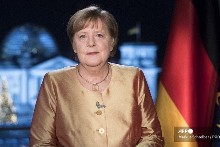 Angela Merkel dalam ucapan tahun barunya, menyampaikan bahwa Jerman masih dalam status waspada akan virus corona meski tahun sudah berganti dan vaksin sudah mulai diberikan.