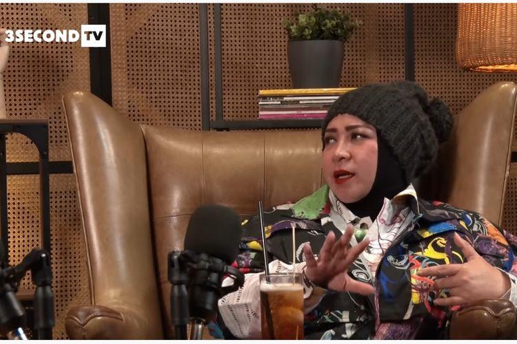 Penyanyi dan pencipta lagu Melly Goeslaw berbincang dengan Soleh Solihun di kanal YouTube 3SECOND TV.