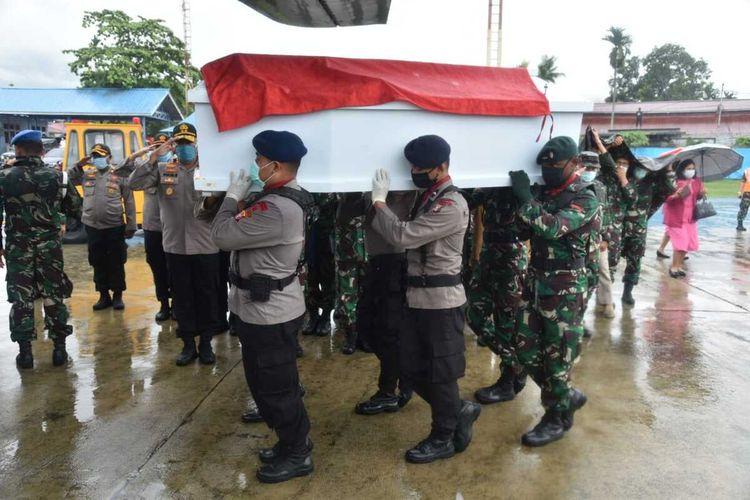 Pelelpasan jenazah korban bentrok anggota Polres Mamberamo Raya dengan Satgas Yonif 755, Jayapura, Senin (13/4/2020)