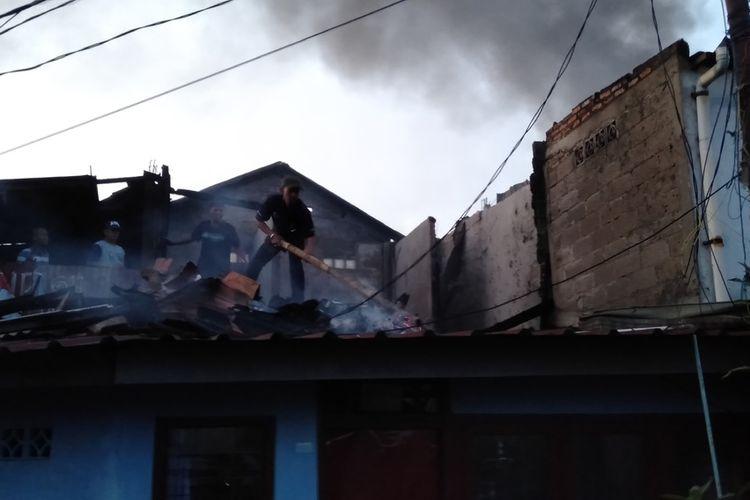 Korban Kebakaran Kebayoran Lama Utara Mulai Bersihkan Puing-puing