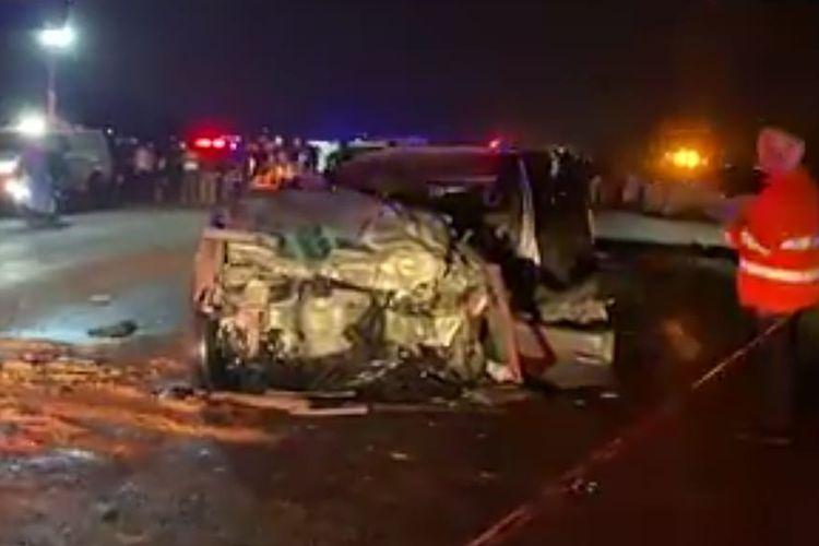 Kecelakaan mobil wali kota Johannesburg hingga menewaskannya pada Sabtu malam waktu setempat (18/9/2021). [SS/YOUTUBE/NEWS24]