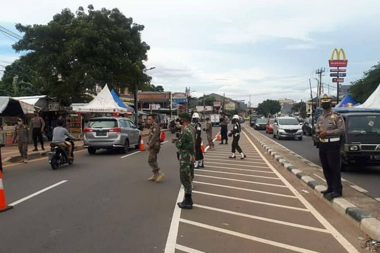 Pos pemeriksaan SIKM di Kembangan, Jakarta Barat