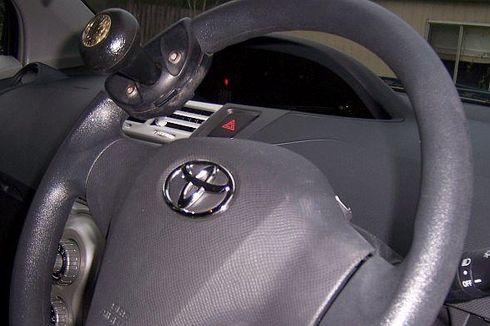 Membantu Saat Belok, Pasang Knop di Setir Mobil Tetap Berbahaya