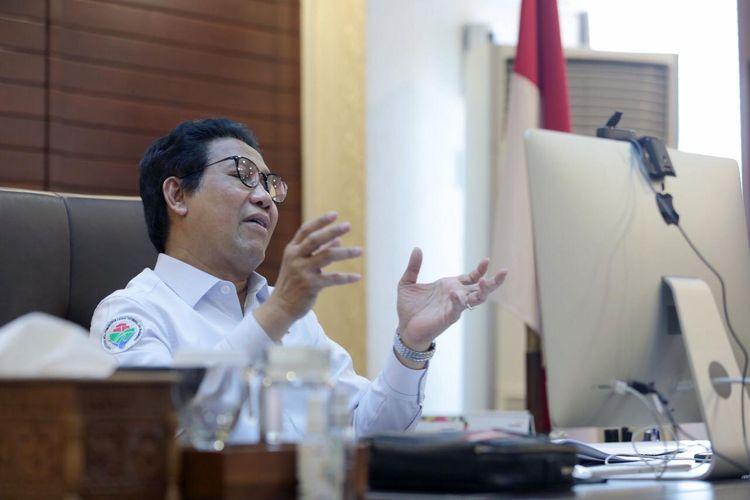 Mendes PDTT, Abdul Halim Iskandar saat menjadi pembicara kunci dalam webinar yang diselenggarakan Program Studi Pengembangan Masyarakat Islam, Fakultas Dakwah dan Komunikasi Universitas Islam Negeri Sunan Kalijaga Yogyakarta, Senin (16/11/2020).