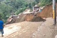 Tanah Longsor Putus Akses Jalan Trans Sulawesi Palopo-Toraja