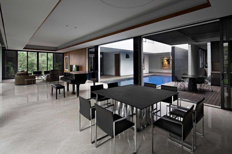 Ruang utama Ra Residence karya Hadivincent Architect